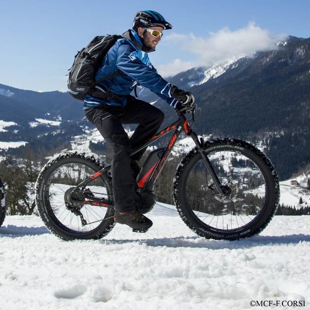 E-Mountainbike auf Schnee
