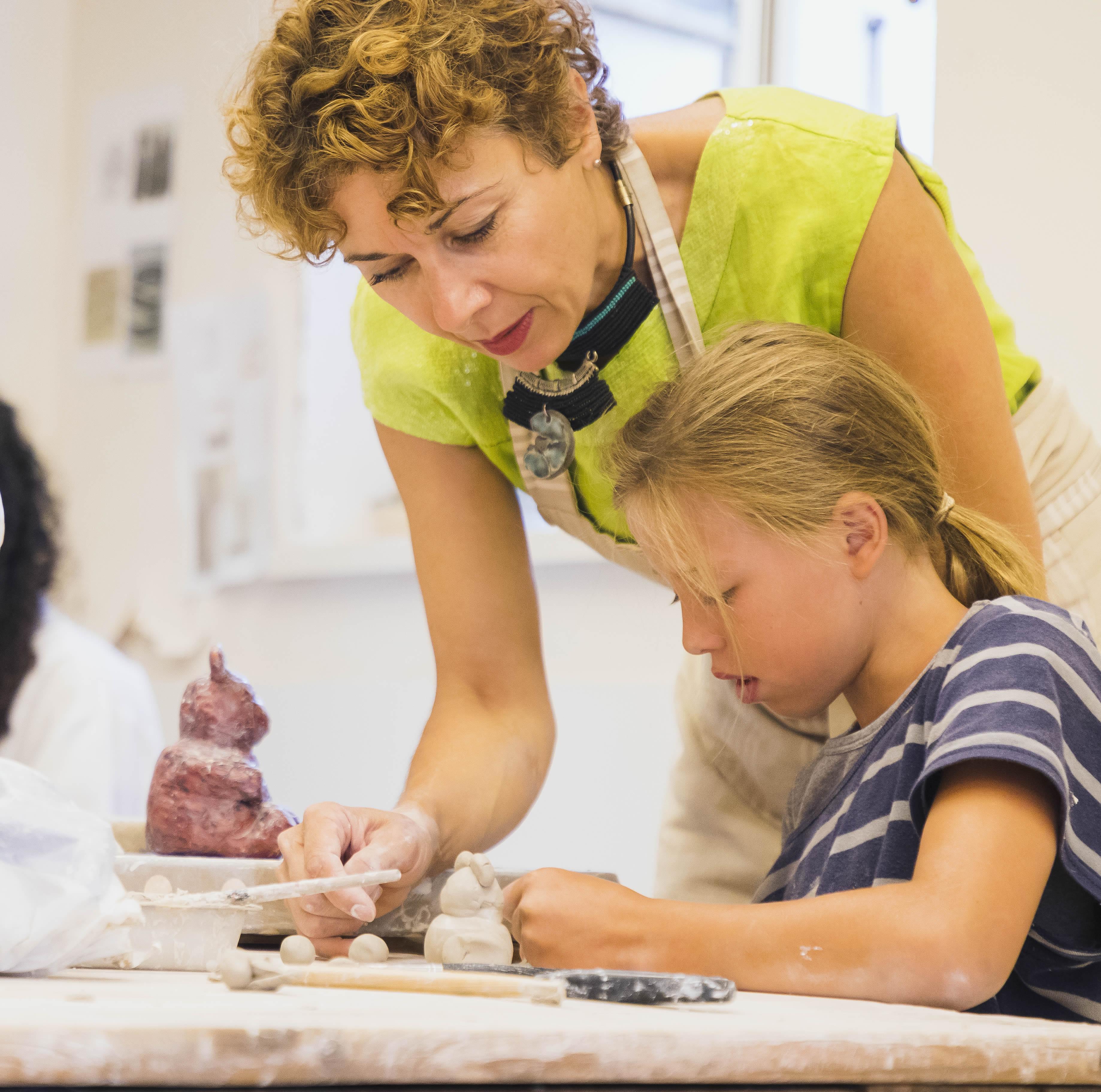 Atelier poterie avec enfants au Grand-Bornand - © C.Cattin - Alpact Médias