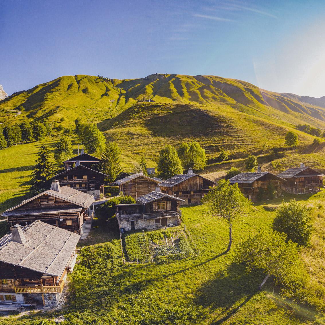 Le hameau des bouts en été - © C. Cattin - Alpcat Médias