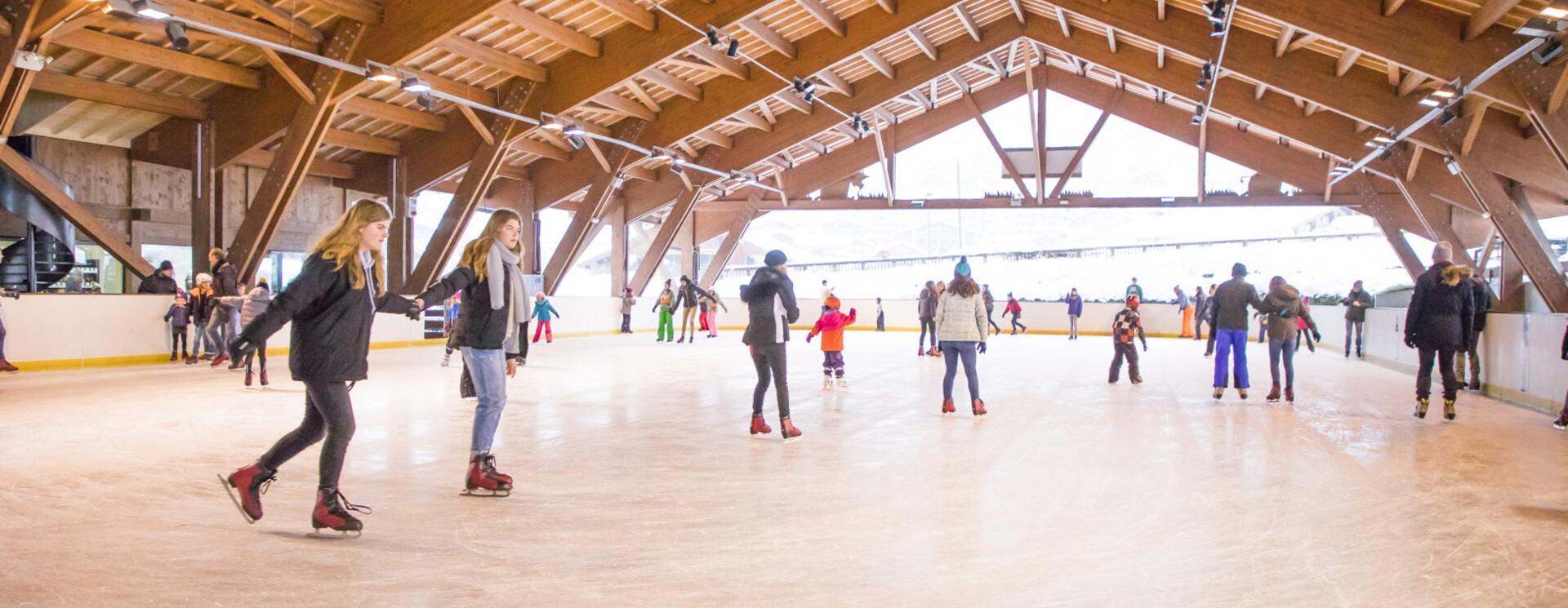 patinoire-activités-hiver-legrandbornand-patinage-loisir-àvoiràfaire